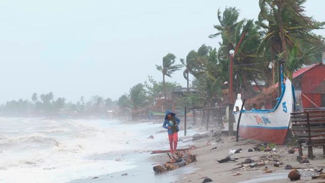 Supertyfoon Goni trekt over de Filipijnen, bijna miljoen mensen geëvacueerd