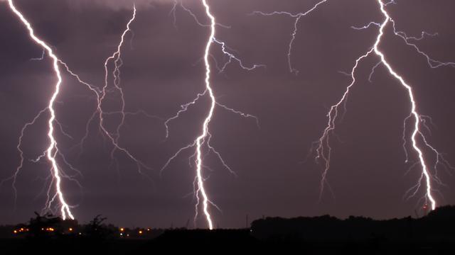 Het weer: Hagel, onweer en zware windstoten na wisselvallige middag