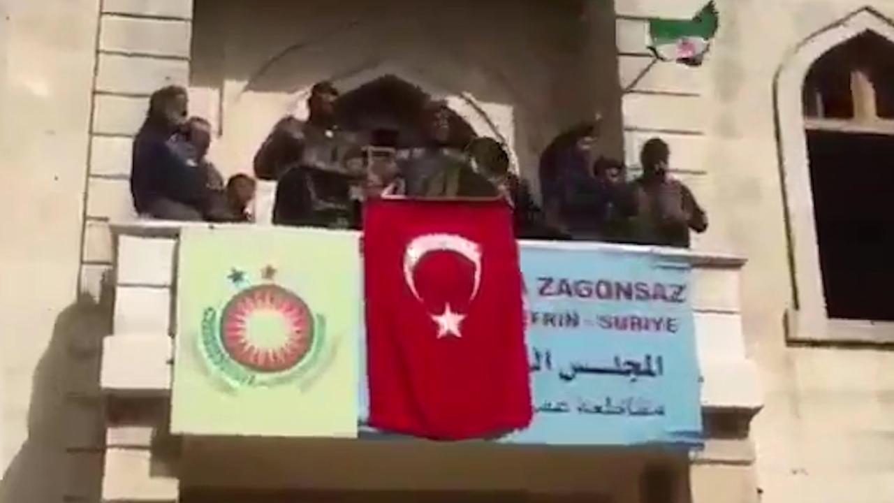 Turkse vlag wappert in Syrische stad Afrin