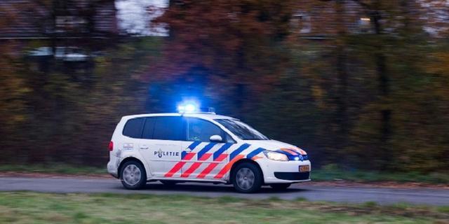 Lesauto belandt op een geparkeerde auto in Utrecht, niemand raakt gewond
