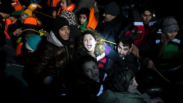 Honderden migranten bij Griekenland uit zee gered