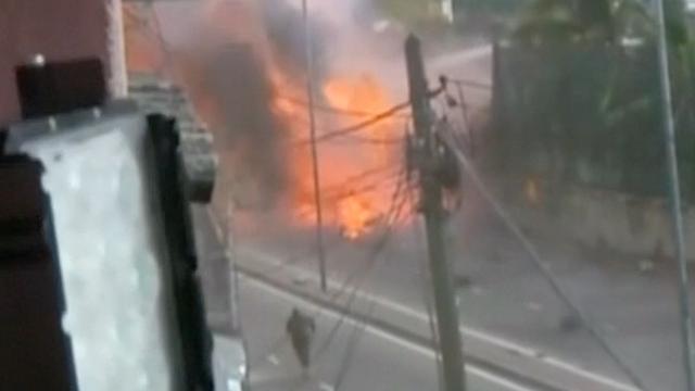 Cameraman filmt moment van nieuwe explosie Sri Lanka