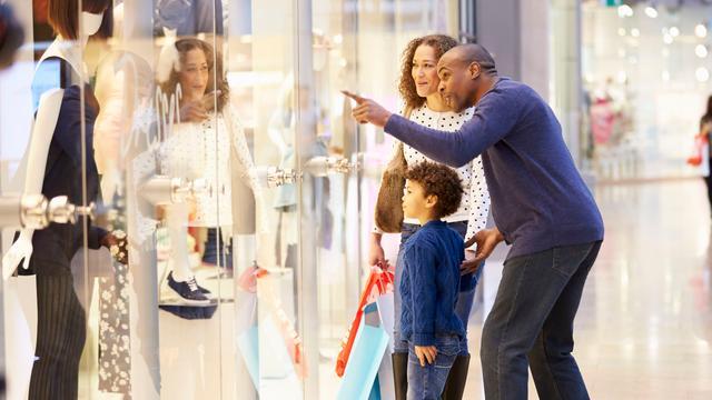 Aantal fysieke winkels in kinderkleding daalt met 23 procent