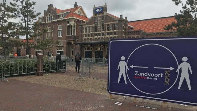 Gemeente Zandvoort probeert drukte op station te reguleren