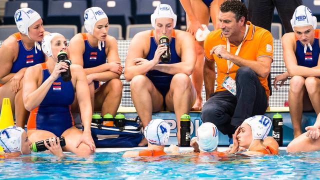 Waterpolosters beginnen World League met winst in Griekenland