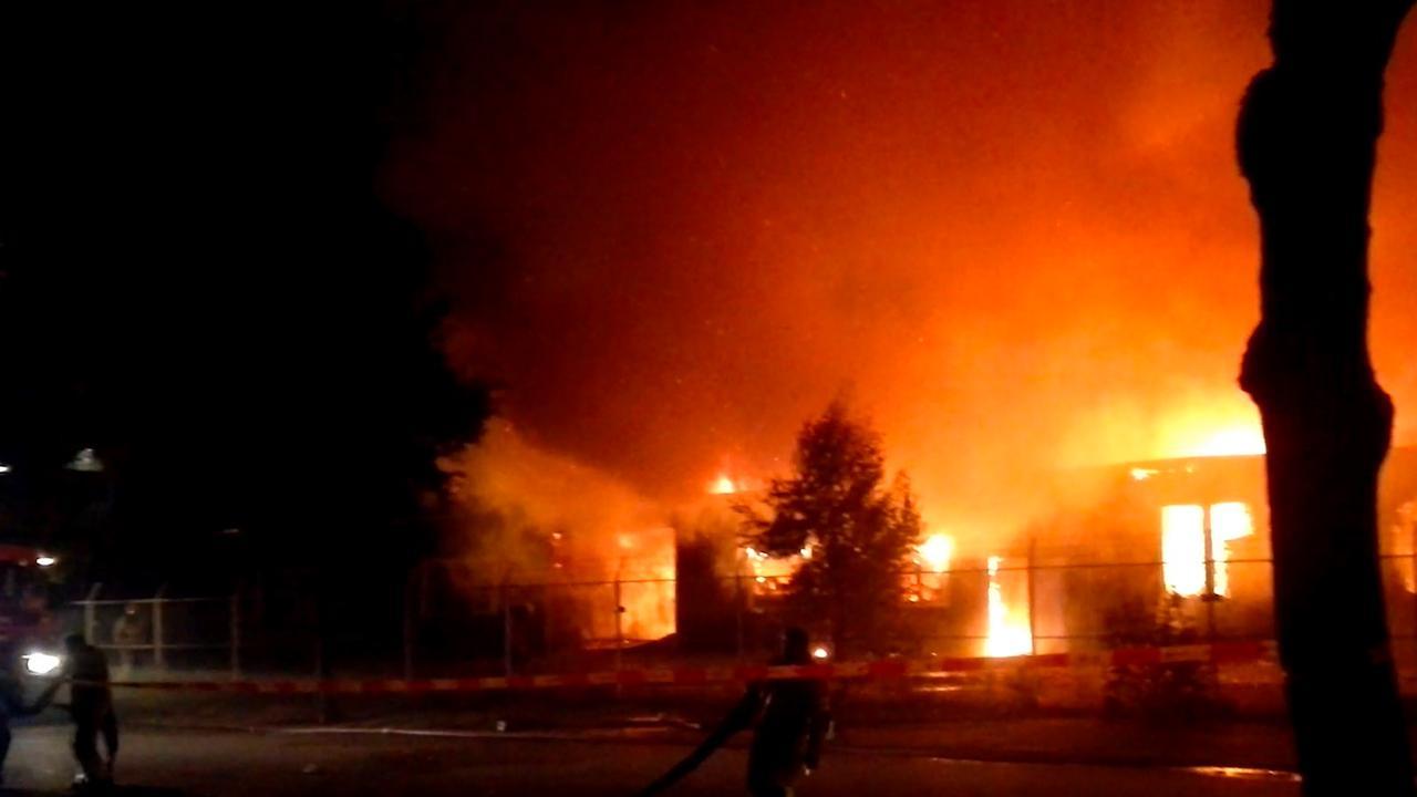 Brandweer blust grote brand in fabriek Amersfoort