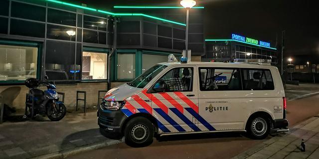 Acht mannen bij De Kuip in Rotterdam aangehouden vanwege nepwapens