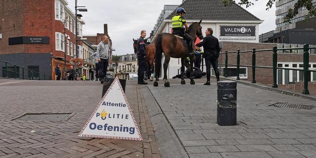 Agenten in Eindhoven houden oefening op Stratumseind