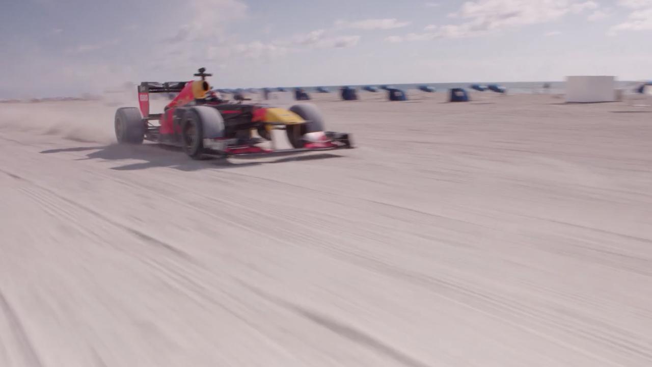 Verstappen rijdt in F1-auto over strand Miami