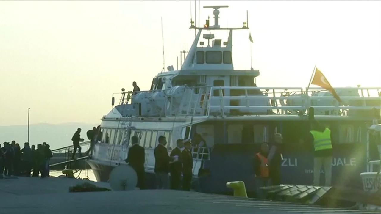 Twee schepen met migranten vertrokken van Lesbos naar Turkije