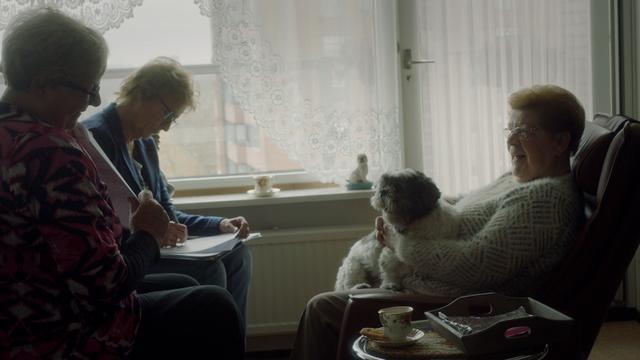 Zo kun je je oudere buur een handje helpen, zonder bemoeizuchtig te zijn