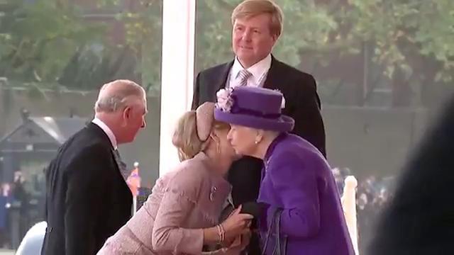 Koningspaar verwelkomd met twee zoenen van Britse koningin