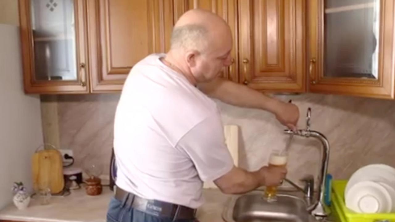Rus Installeert Biertap In Keuken Nu Het Laatste Nieuws Het Eerst Op Nu Nl