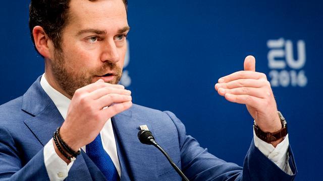 Dijkhoff luidt noodklok over toenemende cyberdreigingen