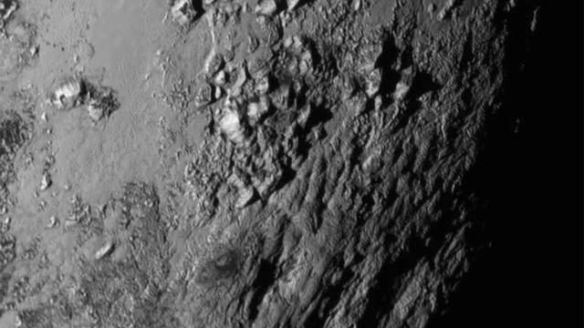 Nasa toont nieuwe beelden van dwergplaneet Pluto
