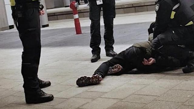 Conducteur op Utrecht CS krijgt klap van vermoedelijk dronken man