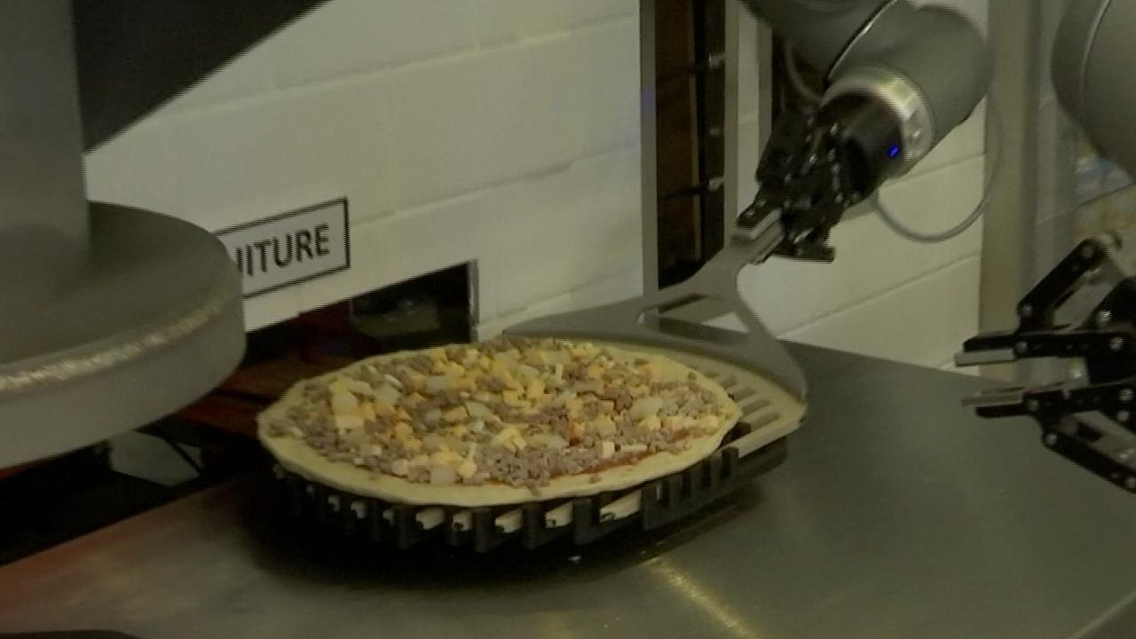 Franse robot kan 120 pizza's per uur bakken