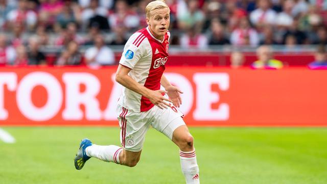 Ajax speelt met Schöne en zonder Van de Beek tegen Standard