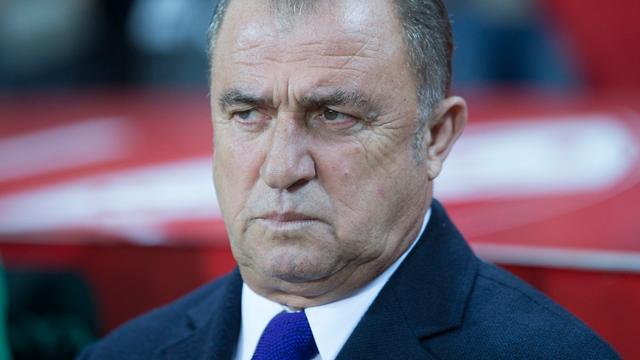 Turkse bondscoach uit kritiek op fans voor fluiten tijdens minuut stilte