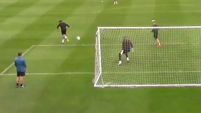 Perez scoort met prachtig hakje op training Newcastle United
