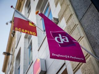 Zaak aangespannen door or DA tegen curatoren van drogisterijgroep