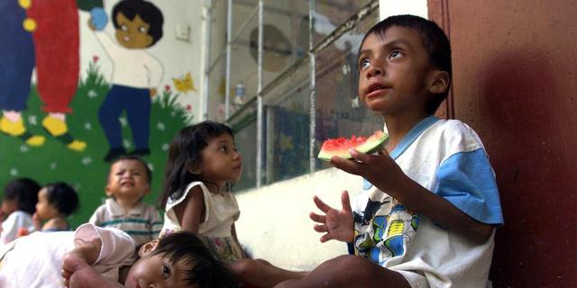 Corona wereldwijd uitroeien? 'Meer geld voor ontwikkelingssamenwerking'