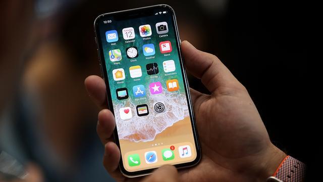 'Apple produceert half zo veel exemplaren van iPhone X als verwacht'