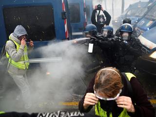 'Gele Hesjes' en politie botsen in Parijs