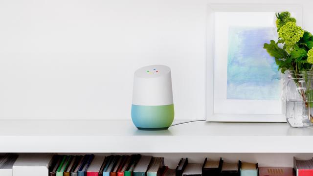 Tv-reclame Google Home activeert per abuis luidsprekers in huizen