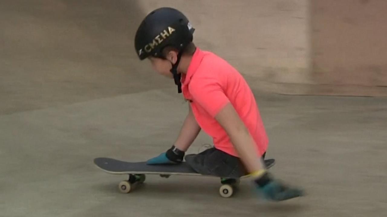 Tienjarige Russische skater zonder benen gaat viral