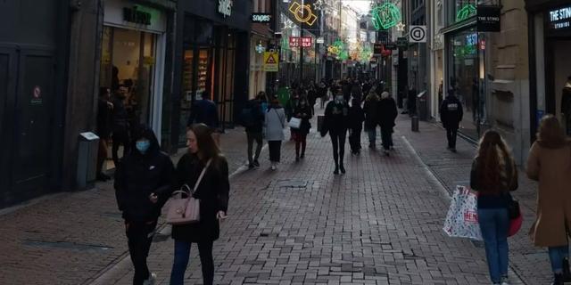 Gemeente Amsterdam roept op niet meer naar Kalverstraat te komen