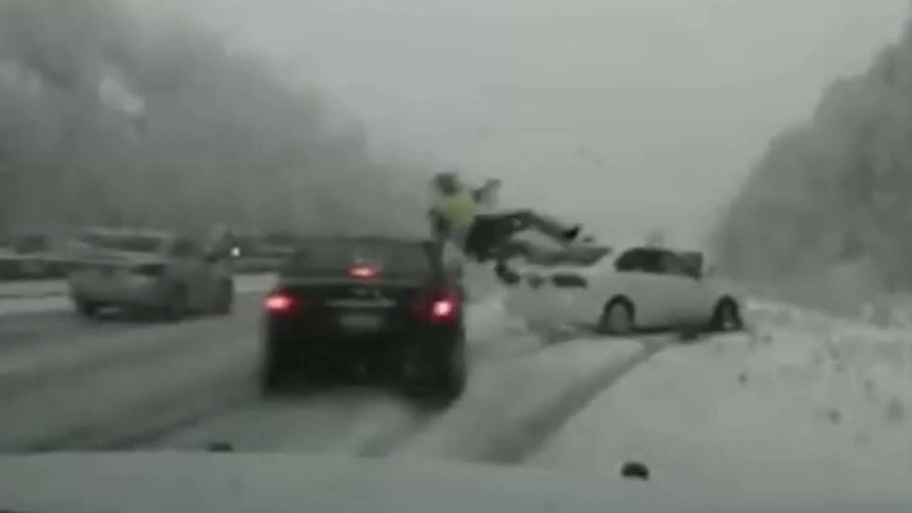 Agent wordt geschept door auto op snelweg in Utah