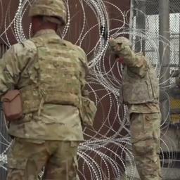 Leger VS plaatst extra prikkeldraad bij grens met Mexico