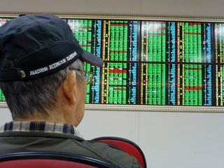 De Nikkei bereikt het hoogte niveau in twee weken