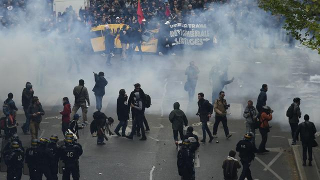 Tientallen arrestaties bij protesten tegen nieuwe Franse Arbeidswet
