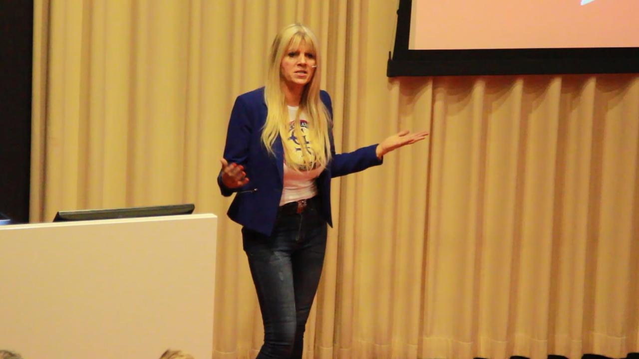 Seksuele voorlichting van Kim Holland: 'Van haar geloof je het'
