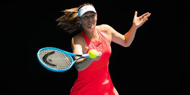 Teleurgestelde Sharapova valt uit top 350 na nederlaag in Melbourne