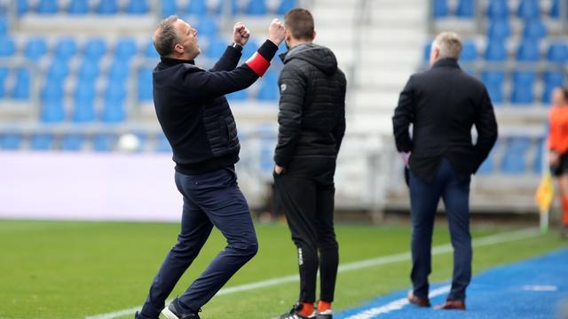 Vreugde bij John van den Brom tijdens de wedstrijd van KRC Genk tegen STVV.