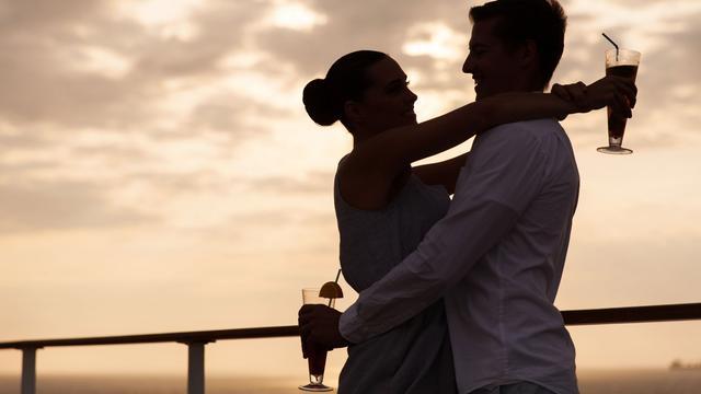 Onderzoek: stellen die samen borrelen, zijn gelukkiger