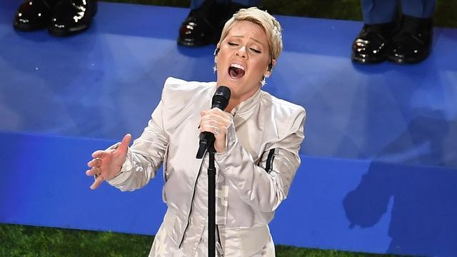 Pink zingt ondanks griep toch volkslied bij Super Bowl