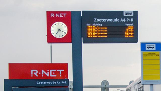 Steeds meer reizigers pakken buslijn R-Net 400 Leiden-Zoetermeer