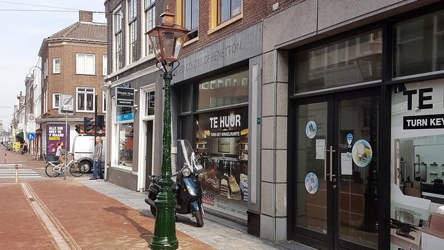 Politie zoekt veroorzaker van botsing tussen fietsers op Haarlemmerstraat