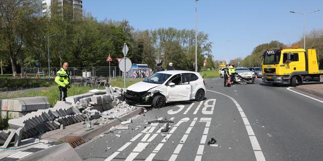 Ravage na ongeluk tussen twee voertuigen op N206 bij Leiden