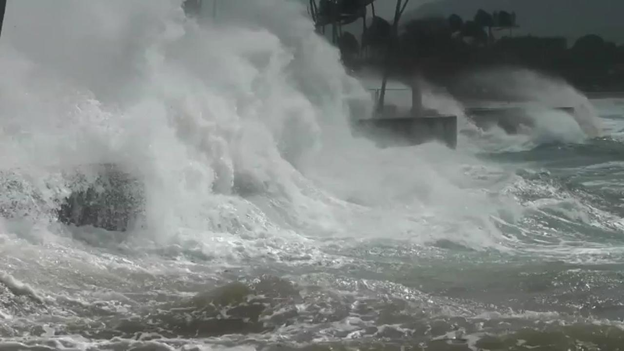 Winterstorm leidt tot extreme golven en sneeuw op Hawaï