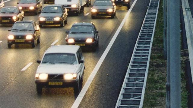 Drukke ochtendspits richting Amsterdam door ongelukken A1