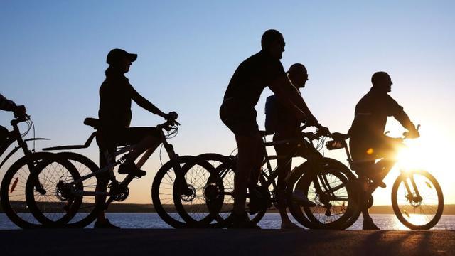 Afsluitdijk jaren dicht voor wielrenners: Wat zijn goede alternatieven?
