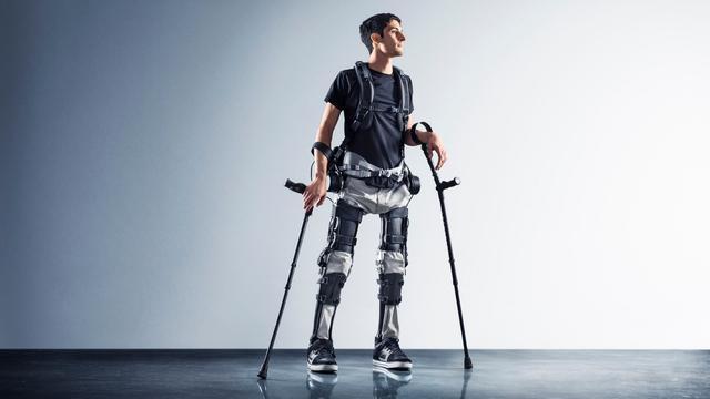 Amerikaans bedrijf maakt licht en 'betaalbaar' exoskelet