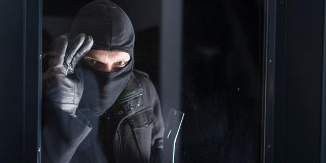 Inbreker in Den Haag gaat er met buit vandoor na inbraak bij juwelier