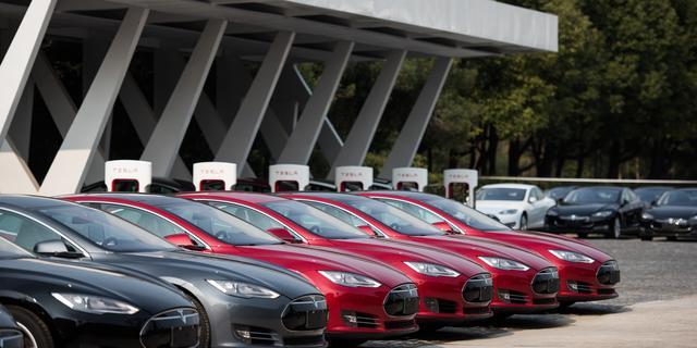 Tesla verrast met eerste winst in twee jaar