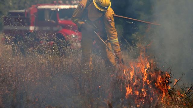 Automobilisten vluchten voor natuurbrand in Californië